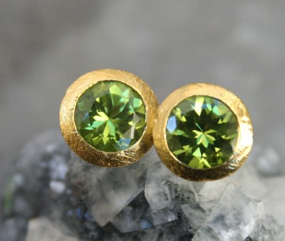 round peridot studs in 24ct gold