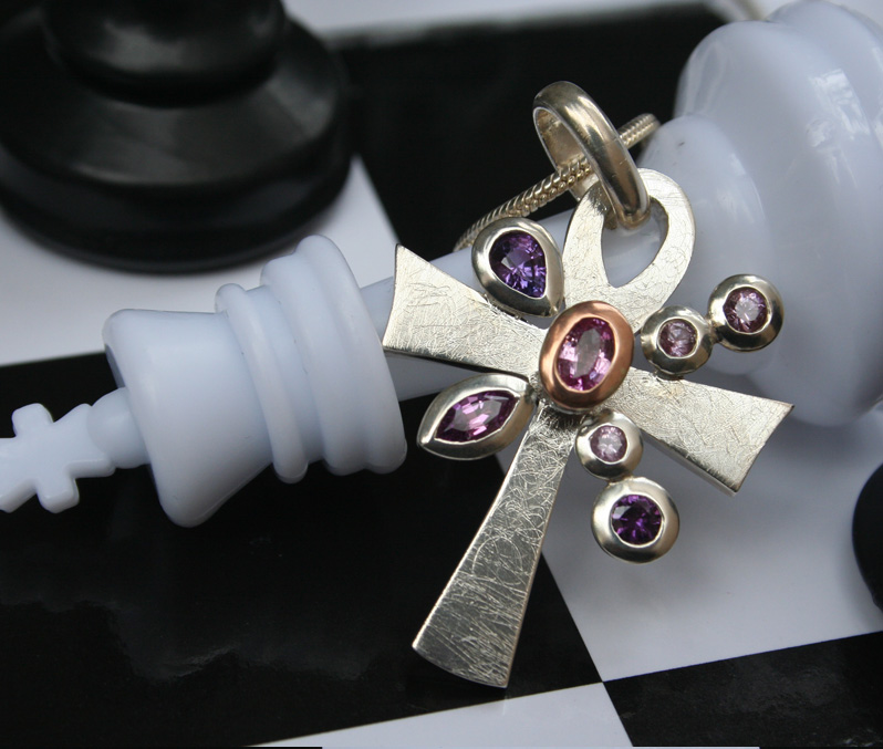 sapphire-aunhk-pendant