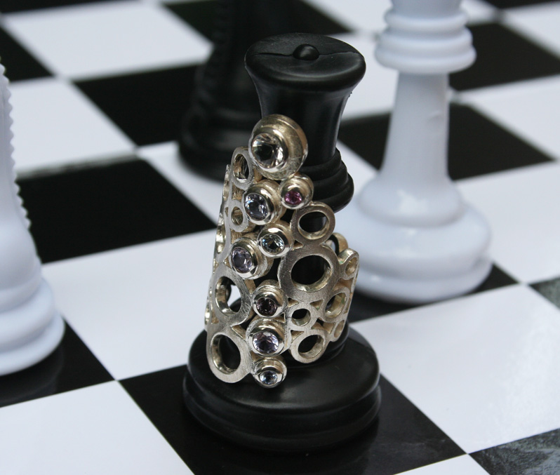 sapphire-circle-ring