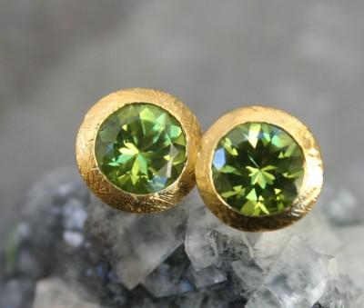 round peridot studs in 24ct gold