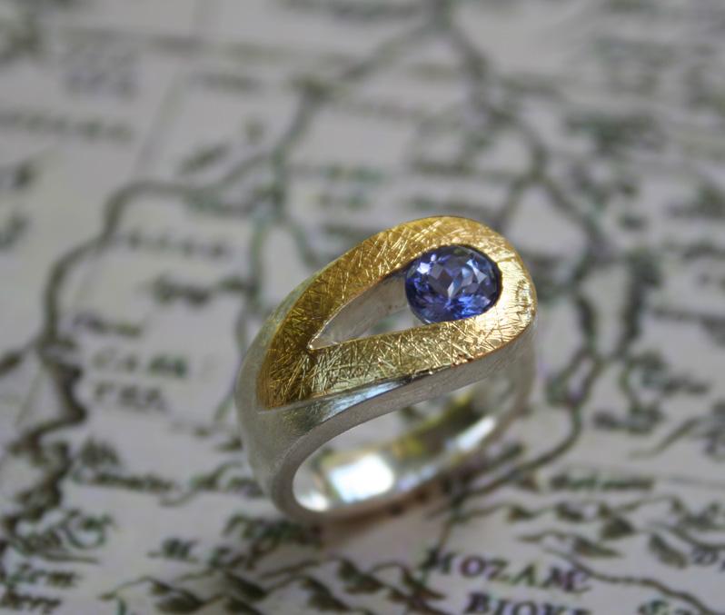 Tanzanite-loop-ring